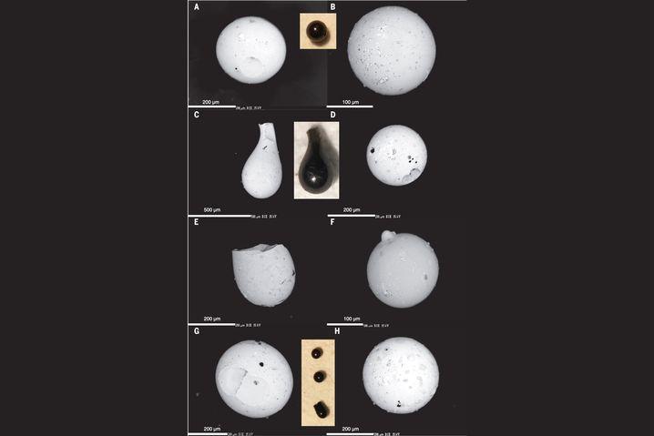 Elektronenmikroskopische Aufnahme von Glaskügelchen aus Bohrloch 1051B, Wilson Lake, südlich von Philadelphia