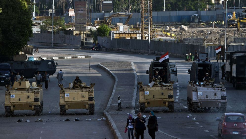 Photo Gallery: Egypt Sinks Deeper into Chaos