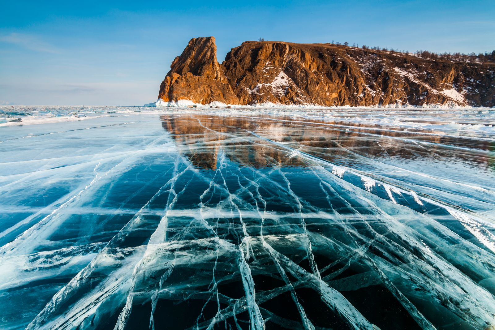 Photographer Captures Incredible Splits In The Ice At Lake Baikal