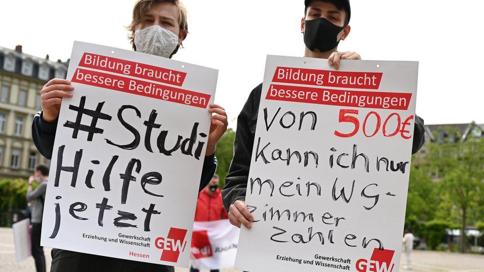 Protest in Wiesbaden am 8. Juni: Monatelanges Warten auf Unterstützung