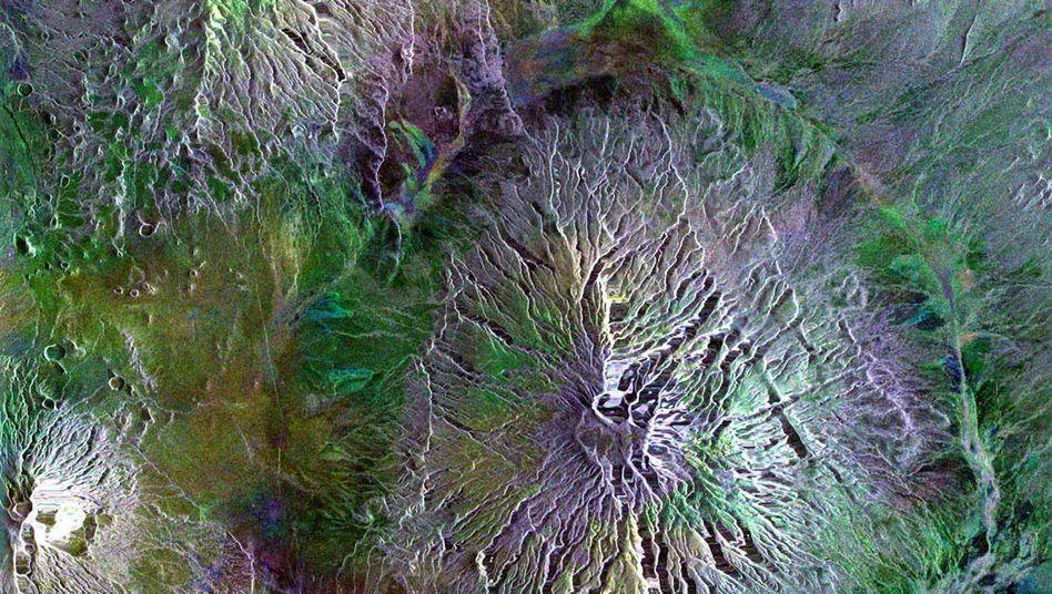 Schnittstelle dreier Vulkane in Ostafrika: Ol Doinyo Lengai, Gelai und Kitumbeine