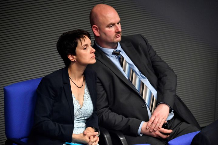 Ex-AfD-Politiker und fraktionslose Abgeordnete Petry und Mieruch