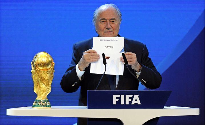 Blatter präsentiert 2010 Katar als WM-Ausrichter 2022