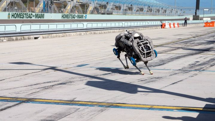 """Roboter-Wettkampf: """"Vorsicht Hochspannung!"""""""
