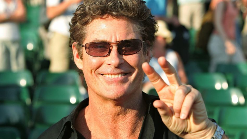 Actor and singer David Hasselhoff will perform in Berlin shortly before the 20th anniversary of the fall of the Berlin Wall.