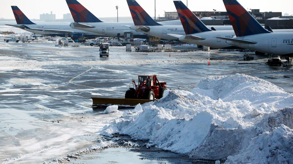 Winter in New York: Bibbern auf dem Rollfeld