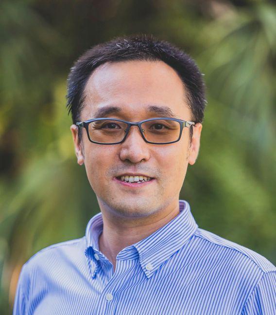 Lin Ma, geboren 1984 in Peking, ist Wirtschaftswissenschaftler und lehrt an der Management-Universität in Singapur. Ma forscht zu den Auswirkungen internationaler Migrationspolitik, zu ökonomischer Ungleichheit und zur wirtschaftlichen Entwicklung Chinas. Er promovierte an der Universität von Michigan.