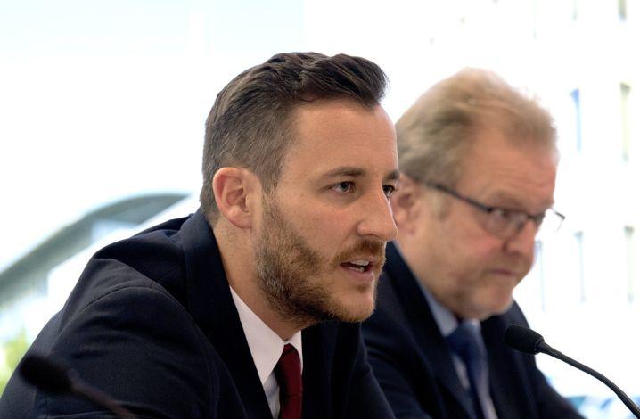 Staatsanwalt Thomas Hauburger bei einer Pressekonferenz