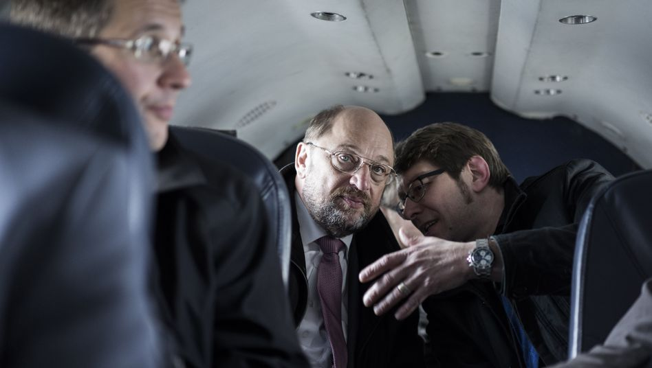 Martin Schulz (left) and Markus Engels during a flight in 2014