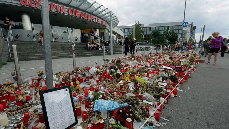 Trauer nach dem Amoklauf am Olympia-Einkaufszentrum in München (Archivbild)