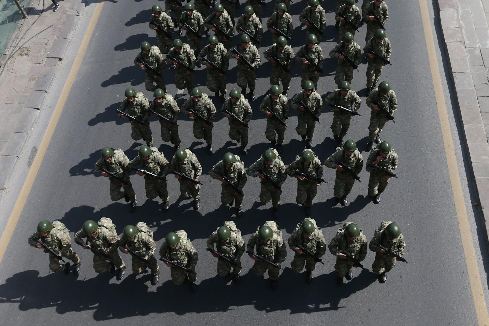 EINMALIGE VERWENDUNG Türkei/ Militär