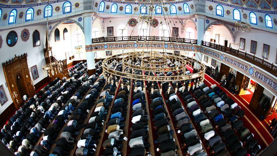 Muslime in Duisburger Moschee: Scharfe Verurteilung des Terrors