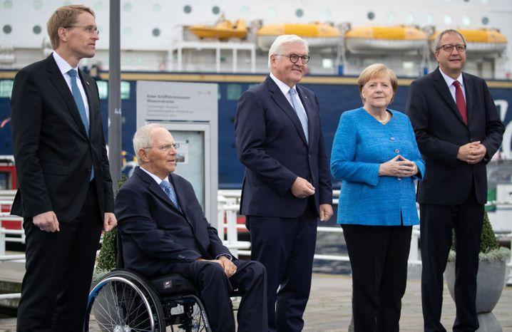 Einheitsfeier in Kiel mit Wolfgang Schäuble (2. v.l.) und Kanzlerin Angela Merkel