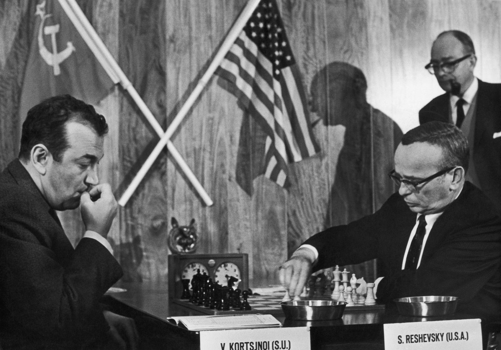 Victor Korchnoi And Samuel Reshevsky 1968