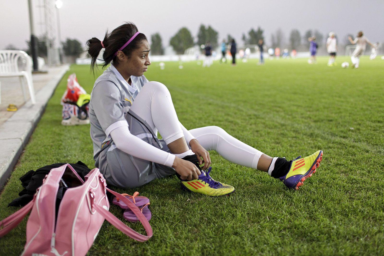 EINMALIGE VERWENDUNG Katar / Frauen / Fußball