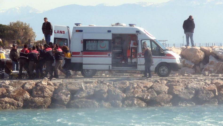 Verunglückt im Mittelmeer: Mindestens 35 tote Flüchtlinge, darunter mehrere Kinder