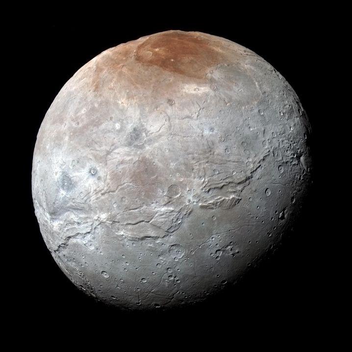 Charon ist etwa 1200 Kilometer dick