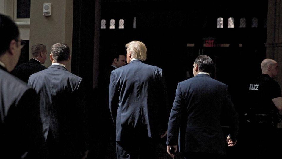 Kandidat Trump mit Gästen in Washington