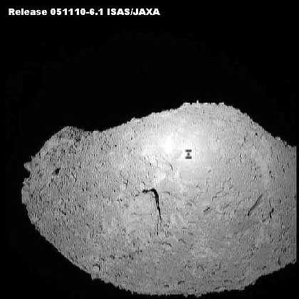 """Asteroid """"Itokawa"""": Schatten der Sonde klar zu sehen"""