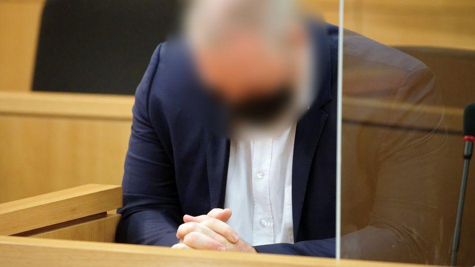 Der Angeklagte vor Gericht (Archivbild)