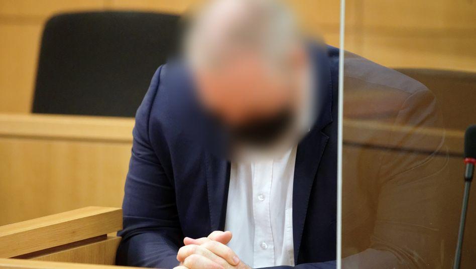 Rechtsanwalt W. als Angeklagter vor Gericht in Aachen, August 2020