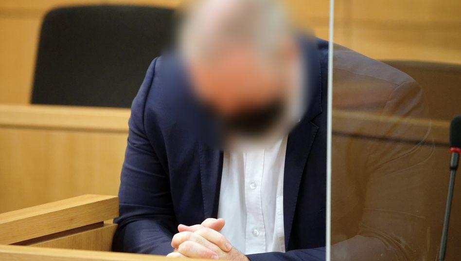 Angeklagter Rechtsanwalt vor Gericht: Wie eine Büßerpose