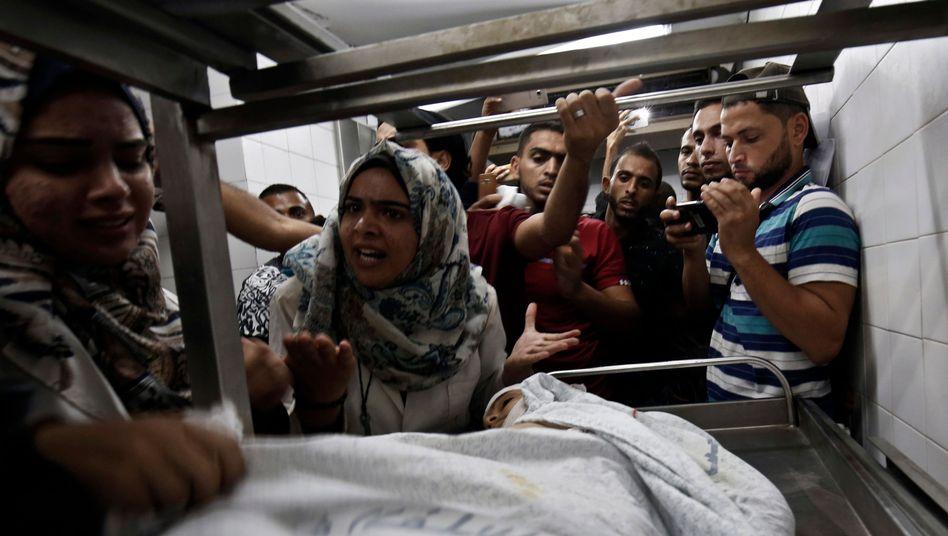 Angehörige beklagen den Tod eines 12-jährigen Palästinensers