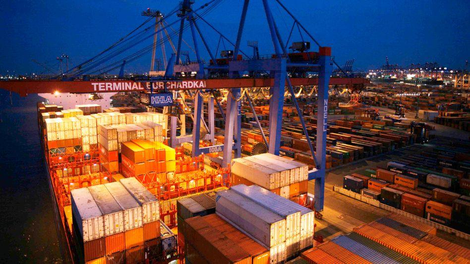 Container im Hamburger Hafen: Besseres Auslandsgeschäft erwartet