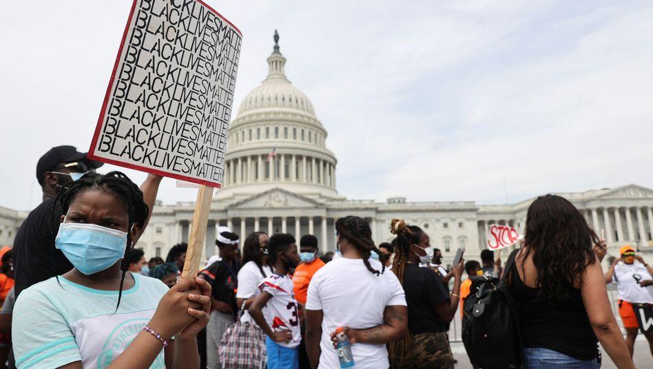 Demonstranten in Washington - die Wut richtet sich auch gegen den US-Präsidenten
