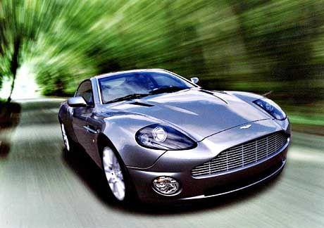 In Handarbeit gefertigt und 300 km/h schnell: Der neue Aston Martin V12 Vanquish