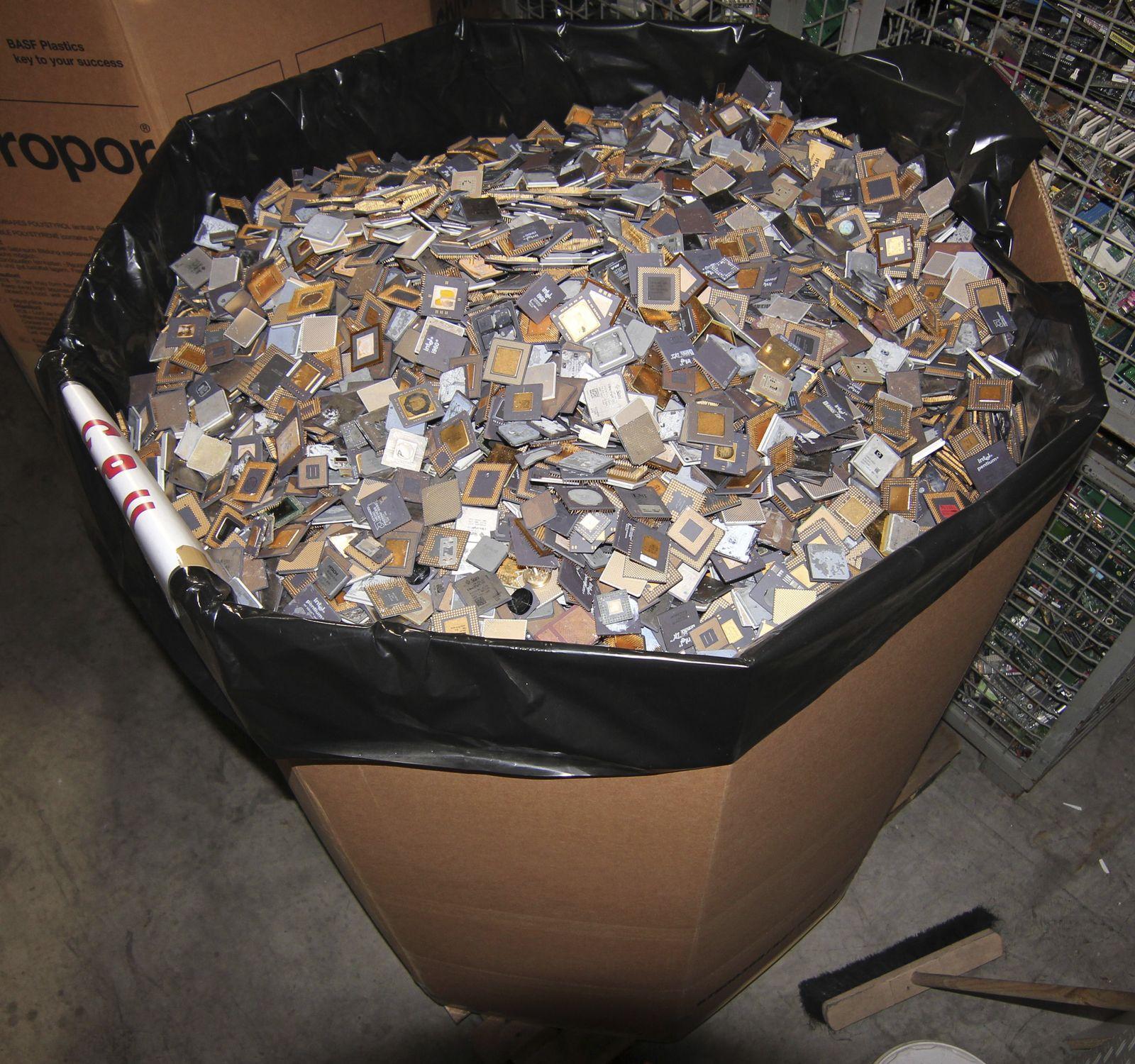 EINMALIGE VERWENDUNG ct Koop/ Verschwendete Rohstoffe