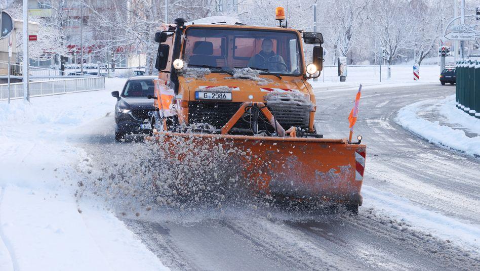 Schneepflug in Gera im Einsatz