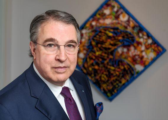 Stefan M. Knoll ist promovierter Jurist, Gründer und CEO der DFV Deutsche Familienversicherung AG, die er 2018 an die Börse brachte.