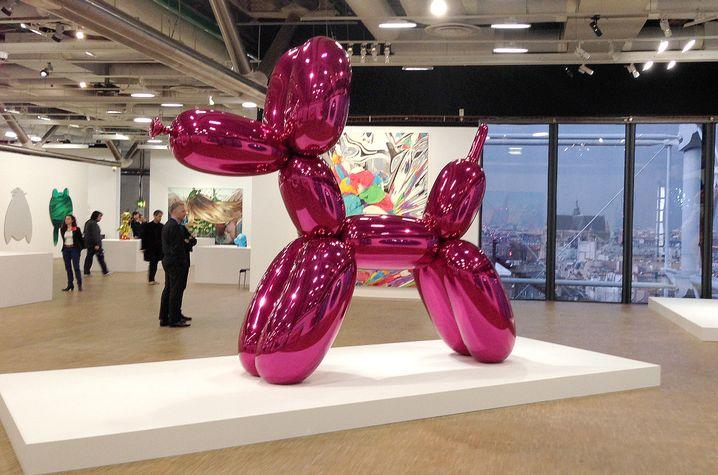 """Wieso ist das jetzt Kunst? Jeff Koons' Plastik """"Balloon Dog"""" im Pariser Centre Pompidou"""