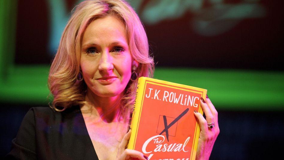 J.K. Rowling bei der Buchpräsentation in London: Gespenstische Travestienummer
