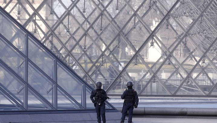 Frankreich: Schüsse vor dem Louvre