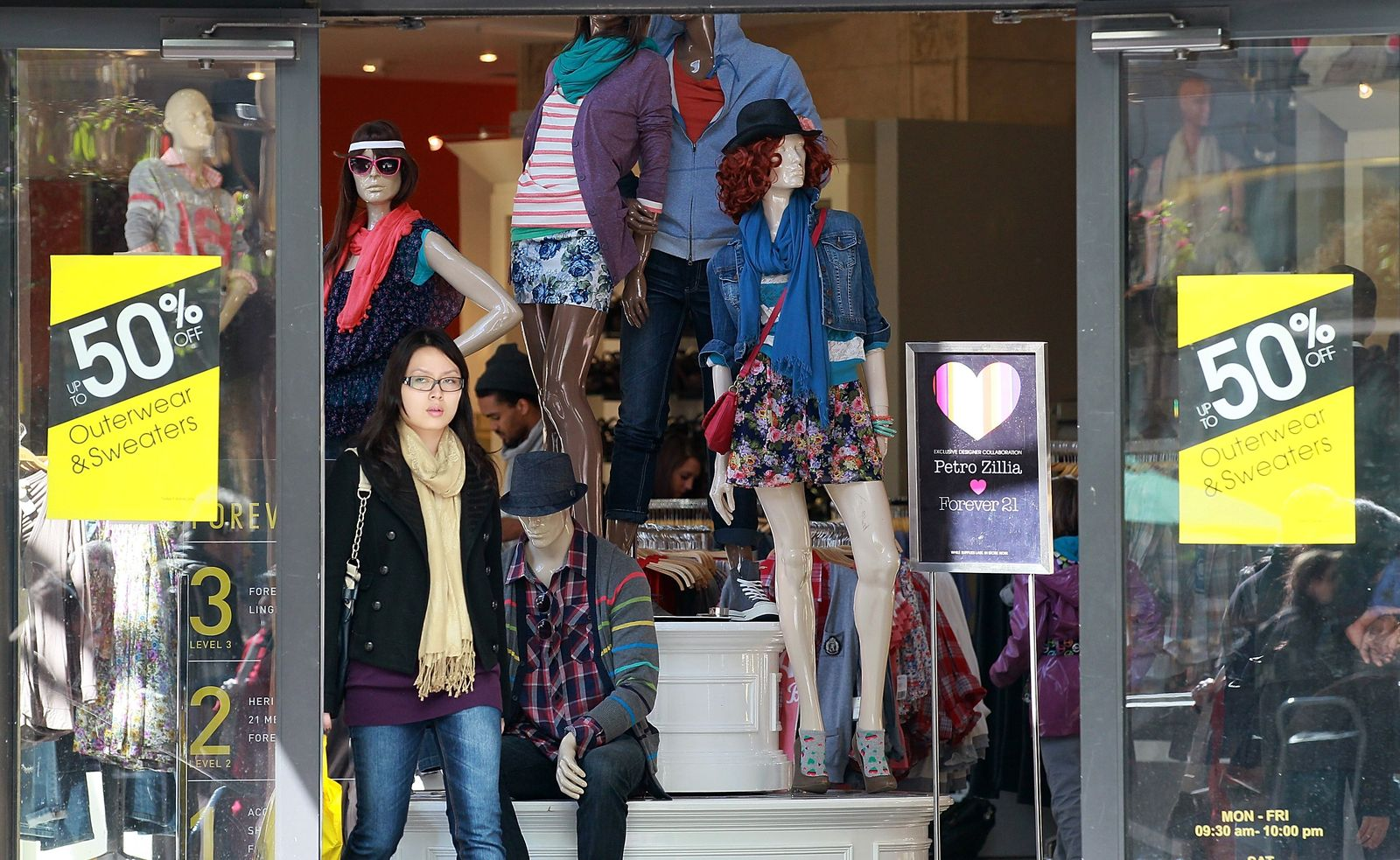 Consumer Confidence Index Rises To Highest Point In Three Years
