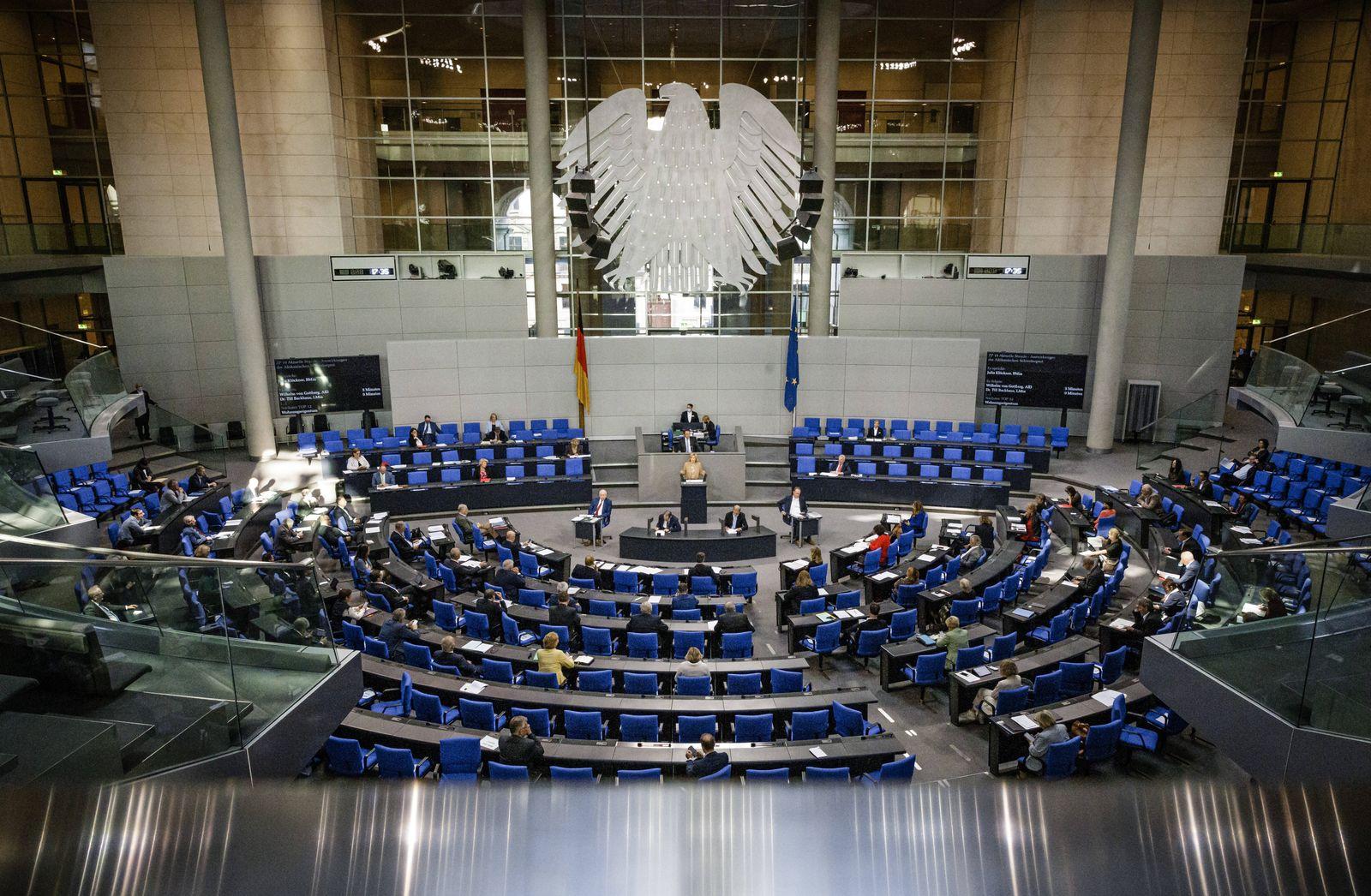 Julia Kloeckner, Bundesministerin fuer Ernaehrung und Landwirtschaft, spricht im Rahmen der aktuelle Stunde zum Thema A
