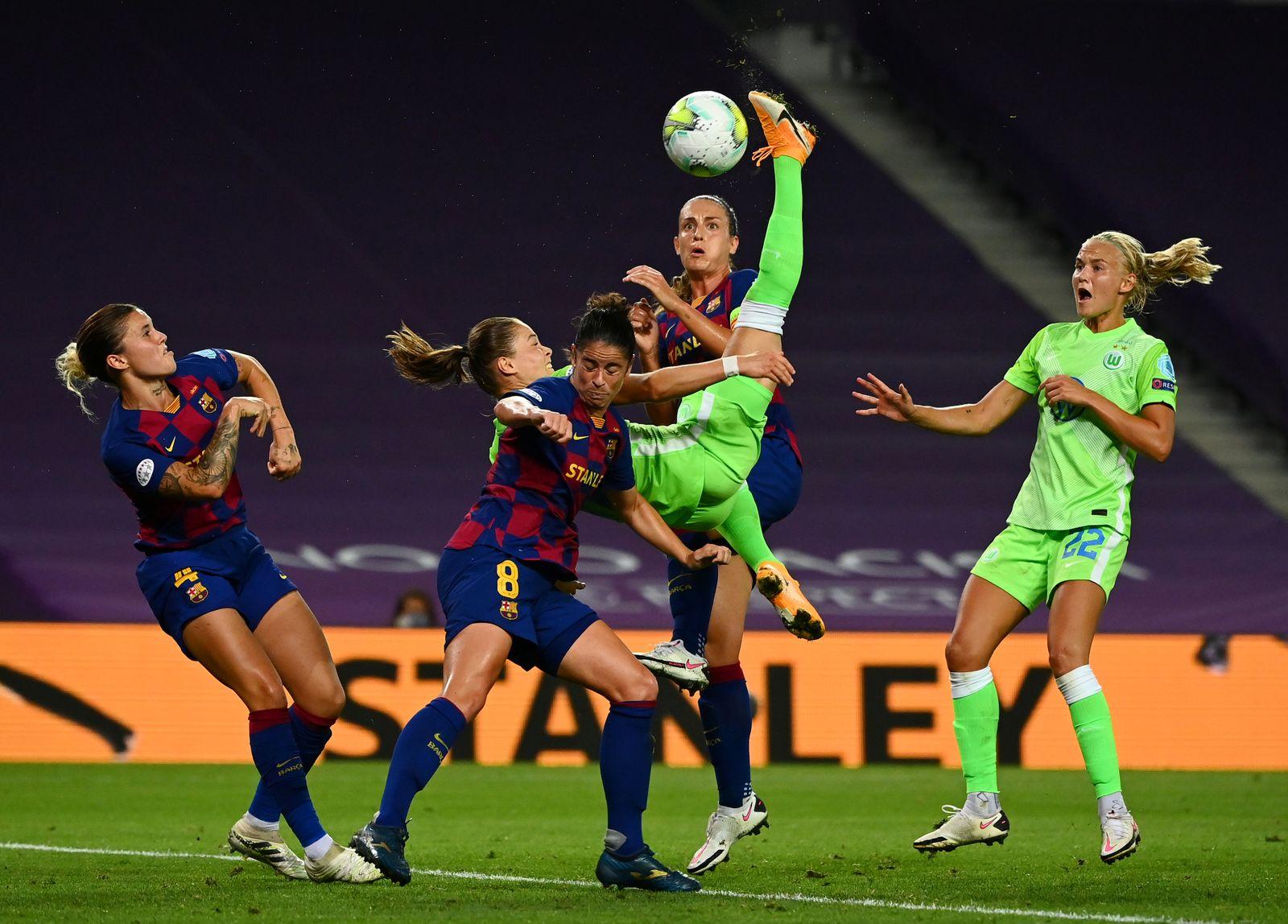 Women's Champions League - Semi Final - VfL Wolfsburg v FC Barcelona