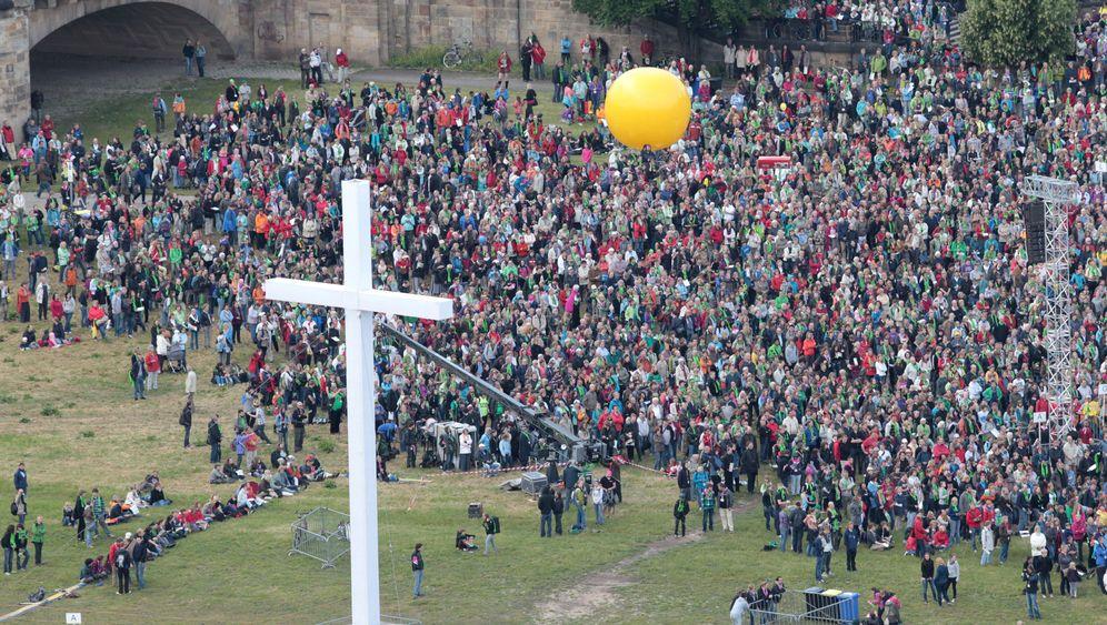 Dresdner Kirchentag: Lichter, Andrang und ein Star