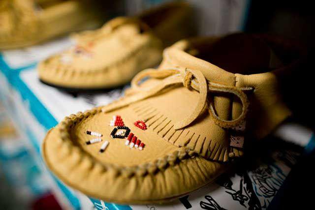 Einzigartiges und sehr bequemes Mitbringsel: traditionelle Mokassins