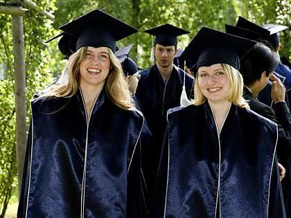 Bachelor-Absolventen (in Bremen): Mit dem Abschluss zufrieden