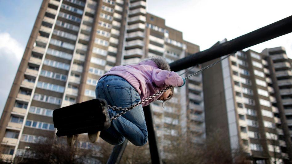 Kind auf dem Spielplatz: Dramatische Zahlenkorrektur