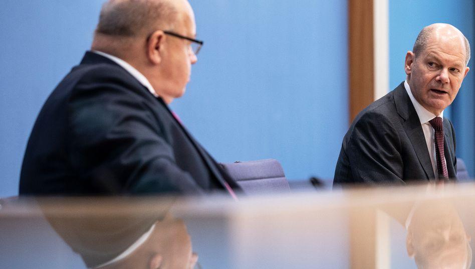 Wirtschaftsminister Peter Altmaier (links) und Finanzminister Olaf Scholz (Archivbild)