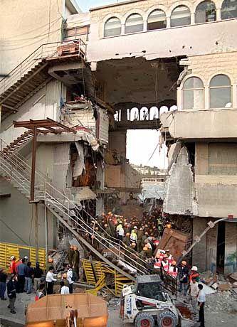 Der Fussboden des dritten Stockwerks brach einfach nach unten weg