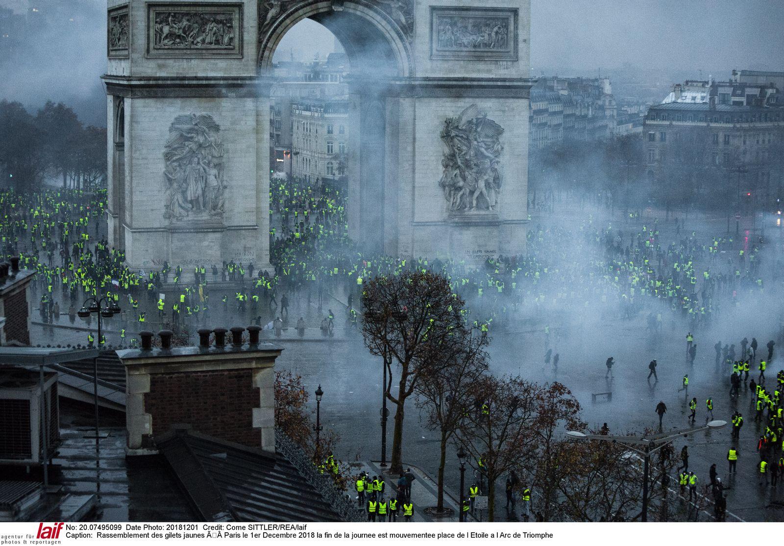 EINMALIGE VERWENDUNG Plus Sp 50/2018 Gelbwesten Proteste Paris S.76