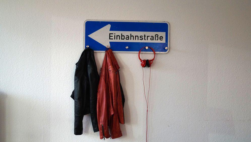 Schülerfirmen: Neue Ideen aus alten Schildern