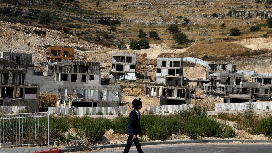 Bau von Häusern nahe einer israelischen Siedlung