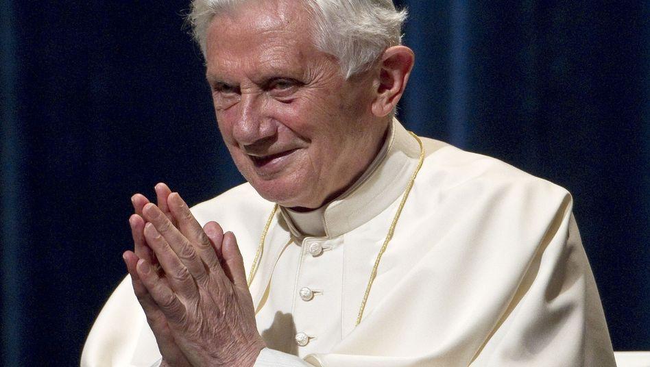 Papst Benedikt XVI. in Freiburg (Archivbild): Bei Papst-Satire droht die Kündigung