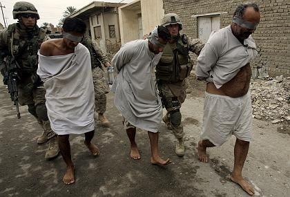 US-Soldaten mit Gefangenen: Mindestens 26 Häftlinge getötet